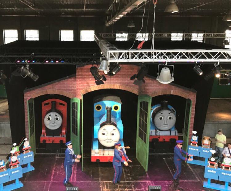 """<img alt=""""thomas de trein>"""
