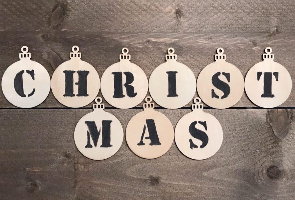 kerstslinger hout verf letters mariekeblogt.nl