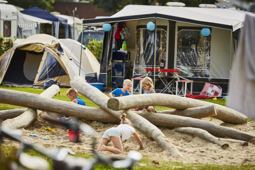 kampeerplaats-met-speeltuin.jpg